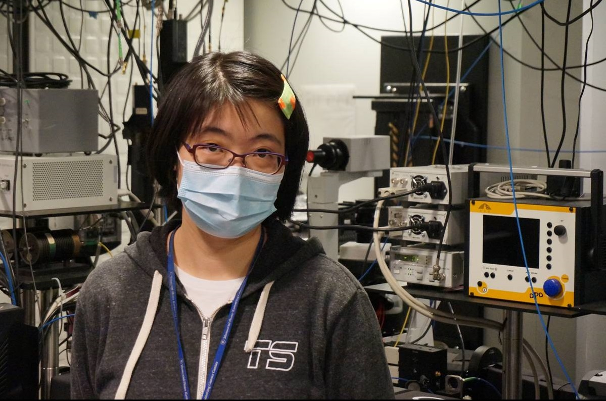 Sloan Kettering Institute postdoctoral fellow Jieru Li in front of the microscope she uses to view individual molecules in cells.