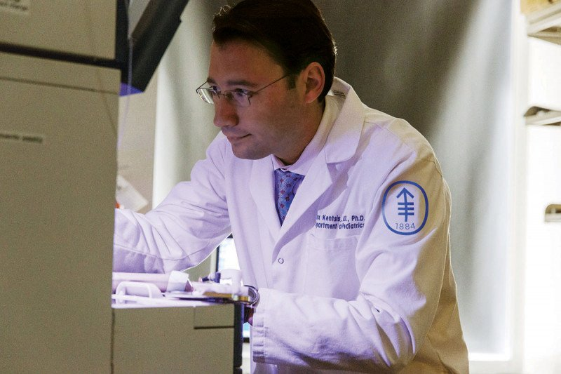 Alex Kentsis in his lab