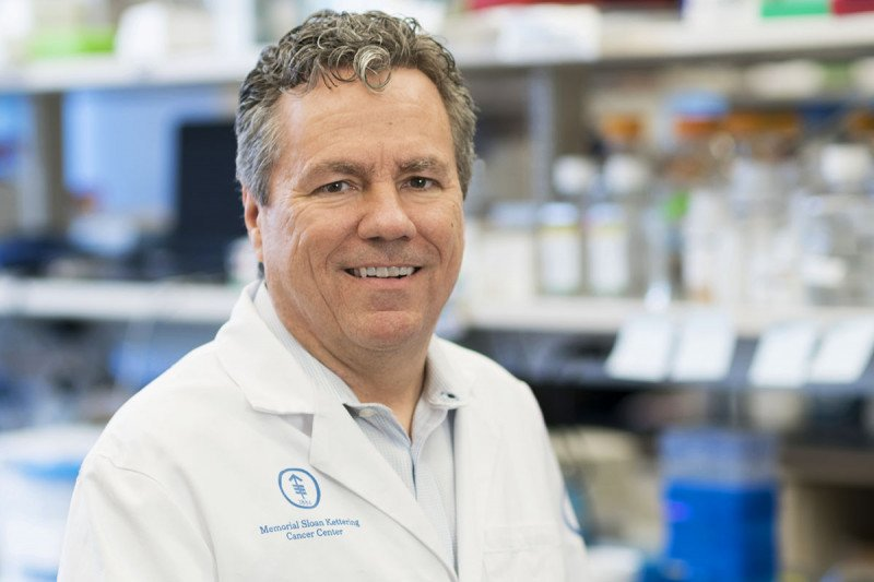 Cancer biologist Scott Lowe