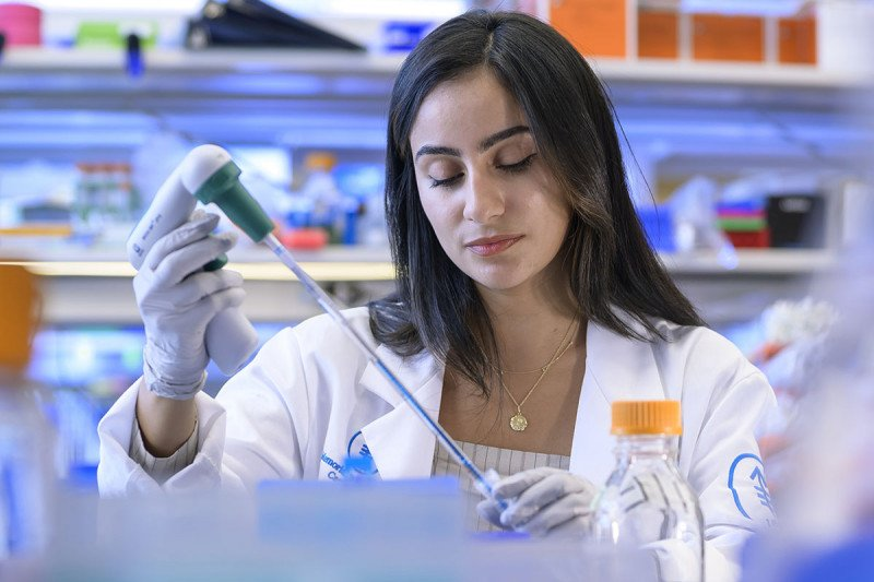 GSK student in lab