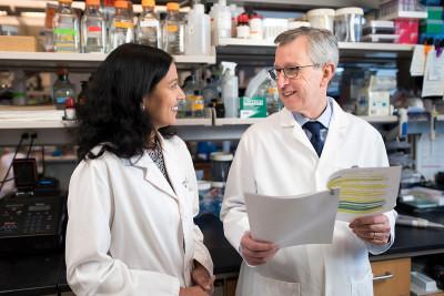 Sloan Kettering Institute Director Joan Massagué with laboratory member Karuna Ganesh
